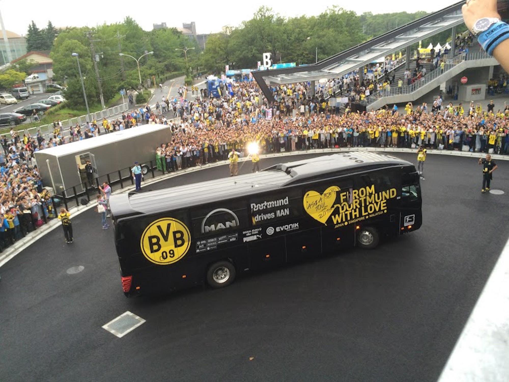 ドルトムントの選手バス