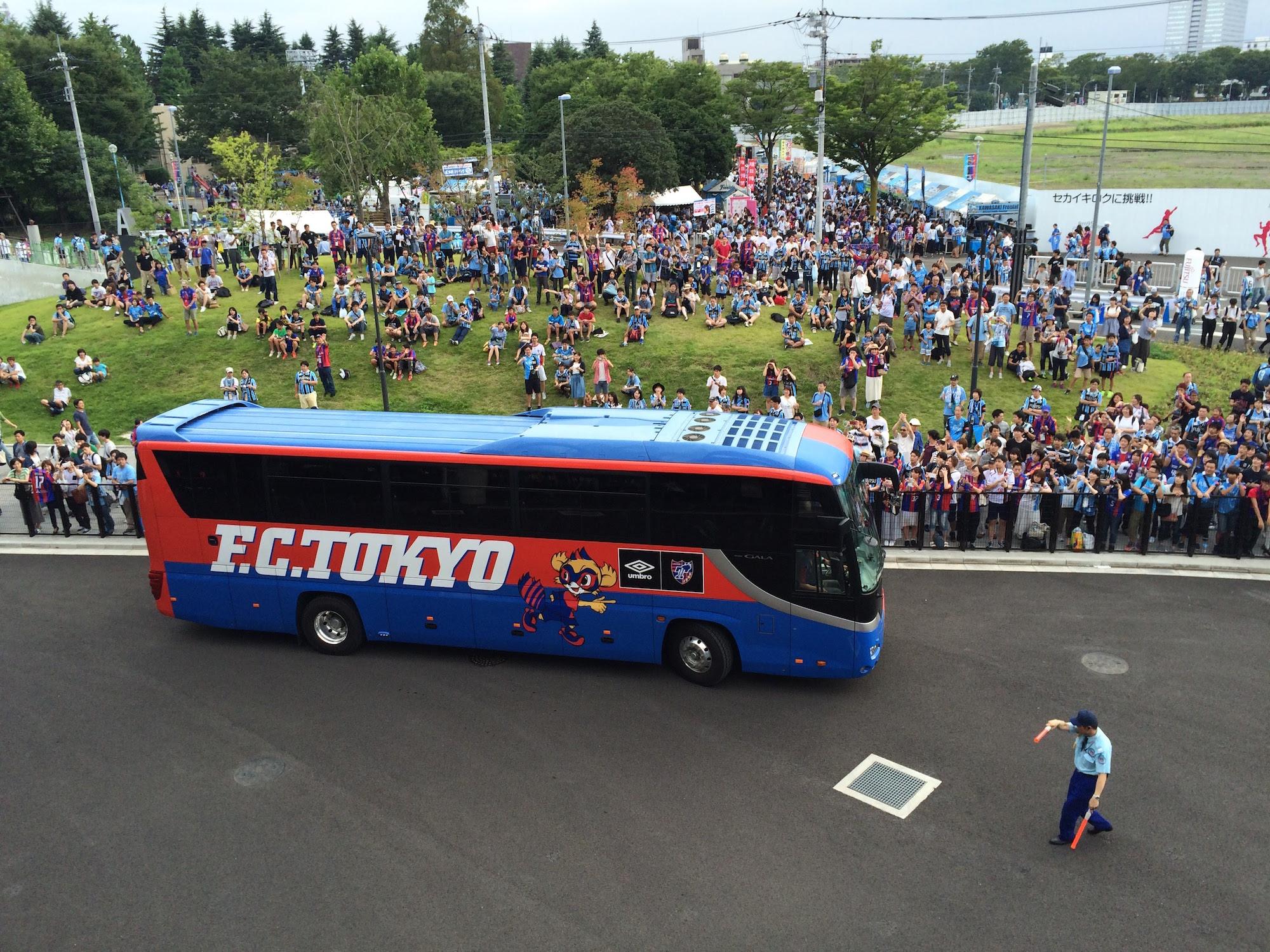 FC東京の選手バス